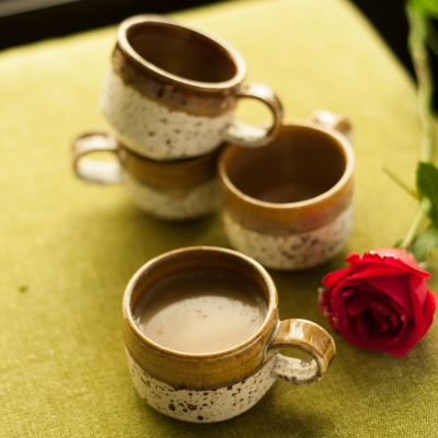 Handcrafted Studio Pottery Ceramic Cup Set Of 4 In Brown & Off W