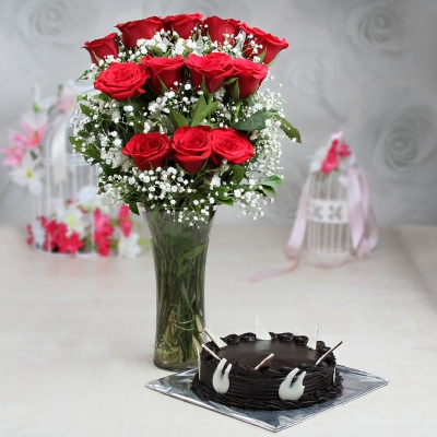 Chocolate Cake with Red Roses