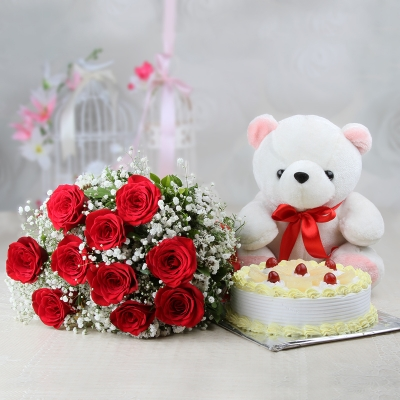 Pineapple Cake with Roses and Teddy