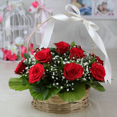 10 Roses in a Basket