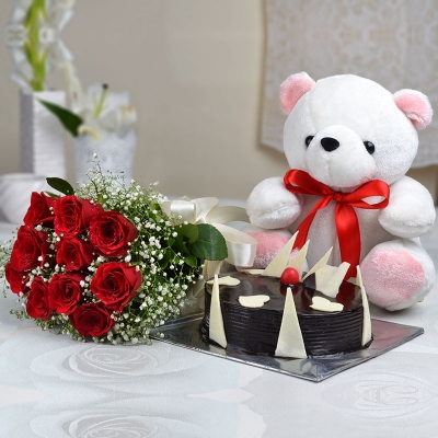 Half kg Chocolate Cake with Teddy and Red Roses