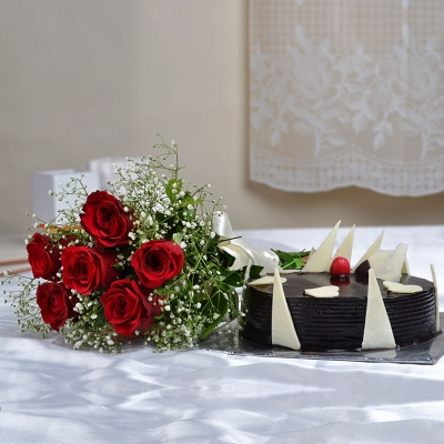 Bunch of Six Red Roses with Chocolate Cake