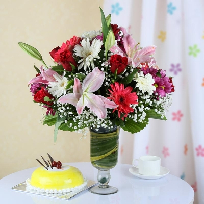 Mix Flowers with Pineapple Cake