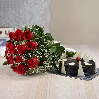 15 Red Roses Bunch with 1/2 kg Chocolate Cake