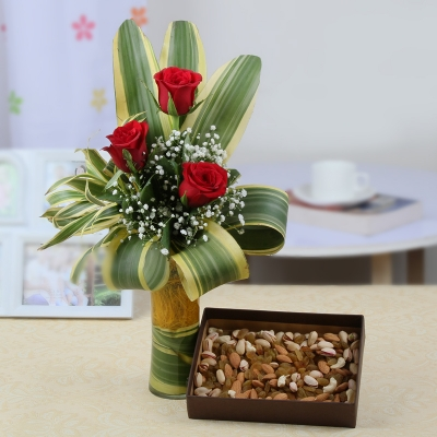 Roses Vase and Dry Fruits Combo