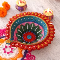 Marvelous Painted Clay Diya for Delivery in USA